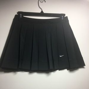Nikey black flowy short tenis skirt